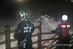 제주 소정방폭포서 사진 찍던 여성 실종···태풍 '솔릭' 북상 첫 인명 피해