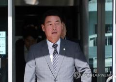 황영철, 1심서 의원직 상실형…보좌진 월급 반납받은 혐의