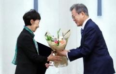 文 대통령, 최영애 신임 국가인권위원장에 임명장 수여