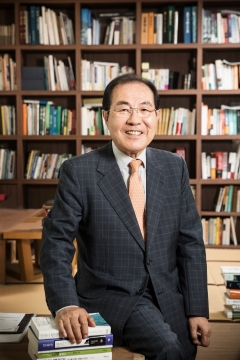 윤동한 한국콜마 회장, 경영에세이 '기업가 문익점' 출간