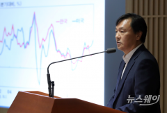 """신인석 금통위원 """"물가변동 상황에서 선제적 금리조정 위험"""""""
