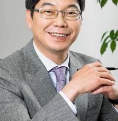 '음료회사' 꼬리표 떼려던 최성원 광동제약 대표, 리베이트 의혹에 리더쉽 도마 위