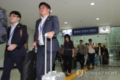 """남북정상회담 선발대 출발…""""미리 가서 잘 준비하겠다"""""""