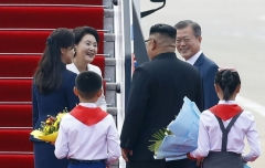 """""""김정은 위원장, 평양에서 정상회담 진행 오늘이 처음"""""""
