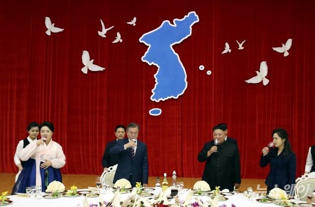 문재인 대통령 소원 성취…김정은 위원장과 내일(20일) 백두산 트래킹