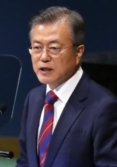 """문재인 대통령 """"SK하이닉스, 사회공헌과 지역발전에 모범"""""""