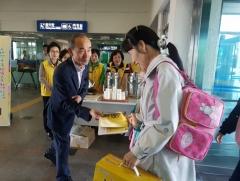 김제 지평선봉사대, 추석 귀성객 맞이 차(茶) 봉사활동 펼쳐