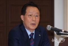 """윤대희 신보 이사장 """"경제 대도약 위해 정책수행 기능 키우자"""""""