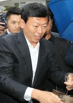 신동빈 회장, 지주사 체제 속도전…롯데지주, 화학부문 자회사로 편입(종합)