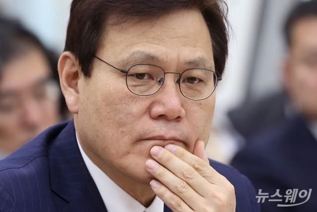[행간뉴스]총선 차출설 꾸준한 최종구, 동문회 활동 접은 속내