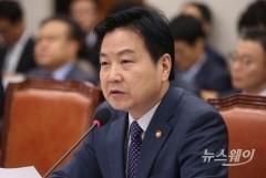 """""""중기 정책 성과나오기 시작""""…홍종학 장관의 자화자찬"""