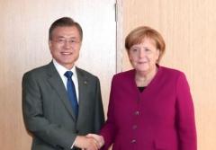 문 대통령, 메르켈 총리에 경제협력·한반도 평화 지지 당부