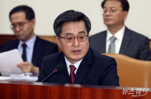 """김동연 만난 OECD 사무총장 """"자유무역 수호"""" 요청"""