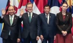 문 대통령, 동아시아 정상에 '한반도 평화' 지지 당부