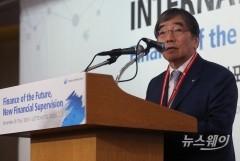 """윤석헌 금감원장 """"이번주 후반 검사 착수…KPI 보완도 검토"""""""