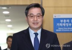 """떠나는 김동연 """"혁신성장 전도사 보람, 일자리 아쉬워"""""""