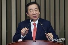 "'KT 채용 의혹' 김성태 ""조카는 SKT 자회사 경력직 출신"""
