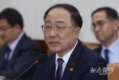 홍남기호 첫 경제정책방향, 최저임금 인상 늦추고 제조업 활성화 담는다