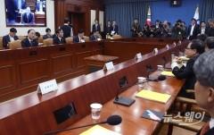 첫 경제활력 대책회의 주재하는 홍남기 경제부총리