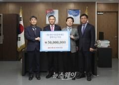 구본영 천안시장, (주)아라리오 인재육성 장학금 3000만원 기탁받아