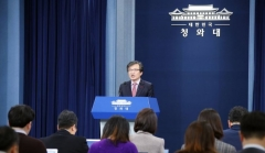 """靑 """"한국당 연구소, 가짜뉴스 책임져야 할 것"""""""