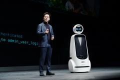 LG전자 '광주디자인비엔날레'서 소통하는 로봇 공개