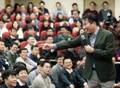 """최태원 SK회장 """"제 워라밸은 60점""""…사내 직원과 점심 토론"""
