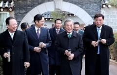 """이재용·최태원, 반도체 '투톱'… """"시장악화 충격파 없다"""" 자신"""