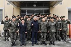 최승준 정선군수, 8087부대 1대대 위문