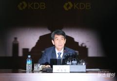 해묵은 폐쇄성 인사 논란…국책은행 CEO 여전한 '깜깜이 인선'