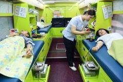 아주대병원 교직원들, 설 명절 앞두고 헌혈에 나서