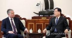 """정의용·비건 靑 면담…""""북미 협상 내실로 정상회담 성공 기대"""""""