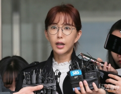 "S.E.S 슈, '도박 빚' 소송 패소…""3억4000만원 돌려줘라"""