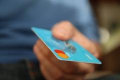금융당국, 카드 가맹점 수수료 인하할 듯···내달 개편안 발표