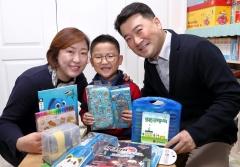 LG디스플레이, 임직원 자녀 초등학교 입학선물 전달