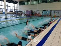 천안시 시설관리공단, '시민안전요원'과 함께하는 수영특강 큰 호응