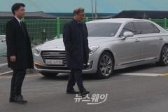 '故 정주영 명예회장 18주기' 선영 찾은 정몽원 한라그룹 회장