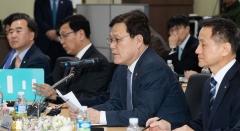 """최종구 """"아시아나항공 사태, 대주주가 성의 있는 조치 나서야"""""""