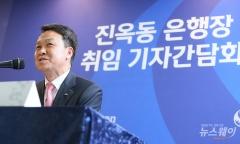 """'고객 중심' 강조한 진옥동 신한은행장, """"'진정한 리딩뱅크' 만들겠다""""(종합)"""