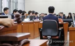 """국민연금에 박수친 민주당…한국당 """"남아나는 기업 없다"""""""