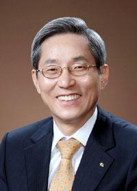 윤종규 KB금융회장, 작년연봉 14억3800만원