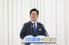 이재명, '경기지역화폐' 홍보 나서…배우 김민교와 수원 남문시장 방문