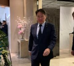 최태원 SK그룹 회장, 아시아나항공 인수설 '묵묵부답'