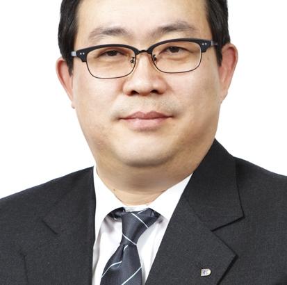 [He is]'보험유관기관장 2관왕' 강호···금융당국 소통 시험대