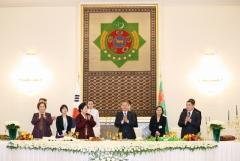 문 대통령, 투르크멘에서 韓기업 참여 가스화학단지 방문