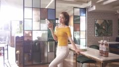 코카콜라, 배우 유인나와 함께한 '신체건강W' 광고 현장 공개