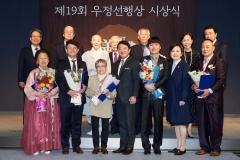 이웅열 전 회장, '깜짝사퇴' 5개월 만에 공식석상