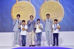 이용섭 시장, '2019광주세계수영선수권대회' 유니폼 패션쇼 참석