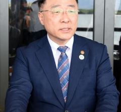 """홍남기 부총리 """"5월부터 대기업 만난다…정부 '의지' 전달할 것"""""""