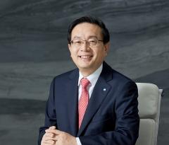"""""""배지와 명함 통일""""…브랜드 띄우는 손태승 우리금융 회장"""